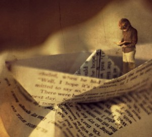 cropped-cropped-inspiringwallpapers-net-boy-reading-book-in-a-boat-artistic-vintage-wallpaper